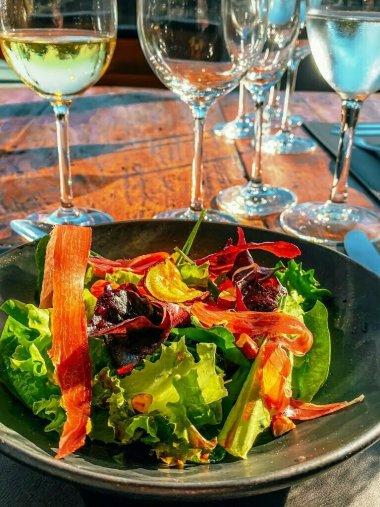 Salada-parma-credito-Dionathan-Santos-225x300 Restaurante Nature inaugura em junho dentro da vinícola Don Giovanni