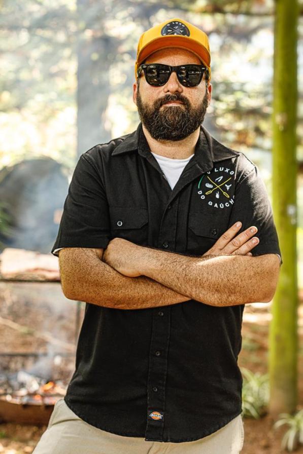 Luciano-Medeiros-O-Luxo-do-Gaucho-na-promo-Rock-Burger-200x300 Dia Mundial do Rock com um mês de promoções, combos e homenagens a músicos gaúchos