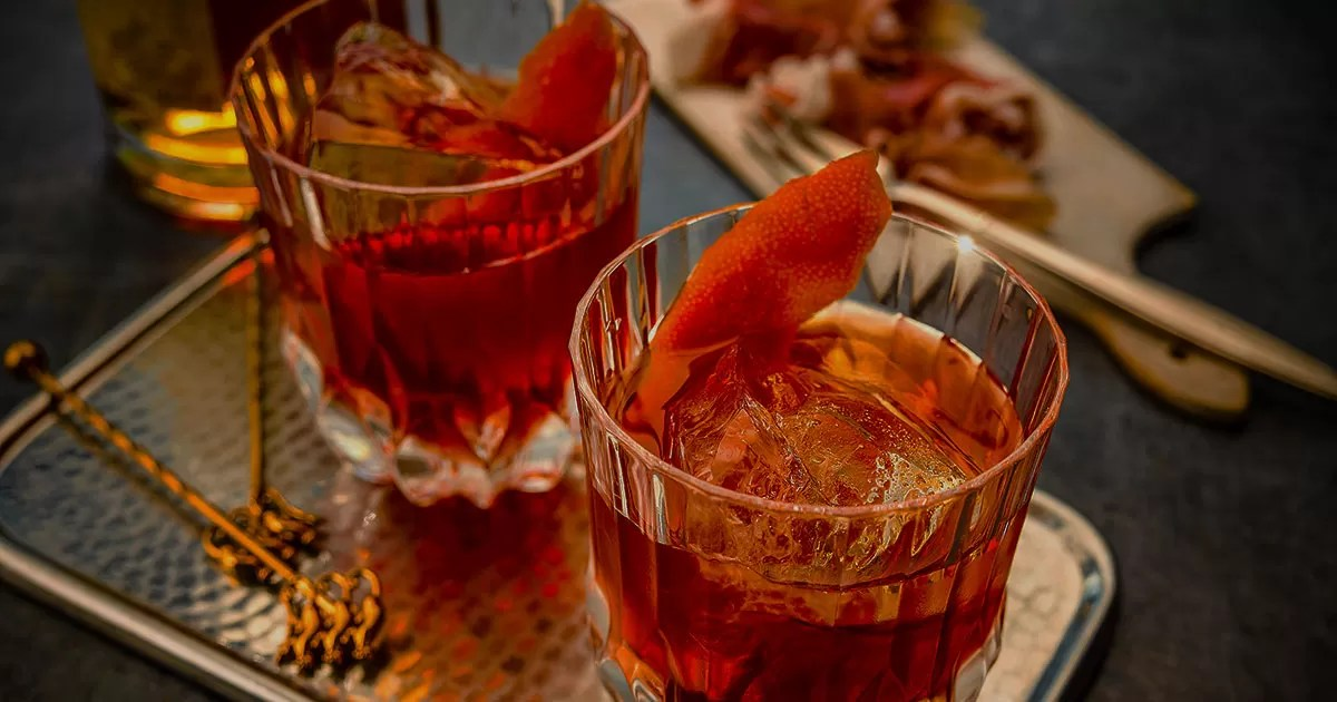 Top 10 Cocktails Every Gentlemen Should Know - Cover