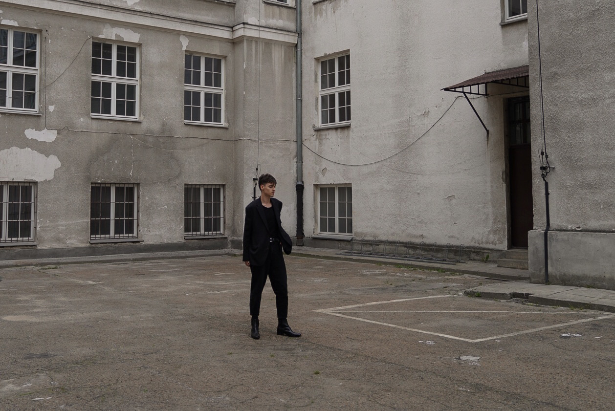 radek pestka top model all black ootd