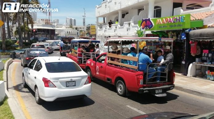 25 04 21 Tourists crowd the tourist area of ​​Mazatlán
