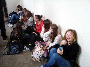 School tour - students on break // Turul școlii - elevi în pauză