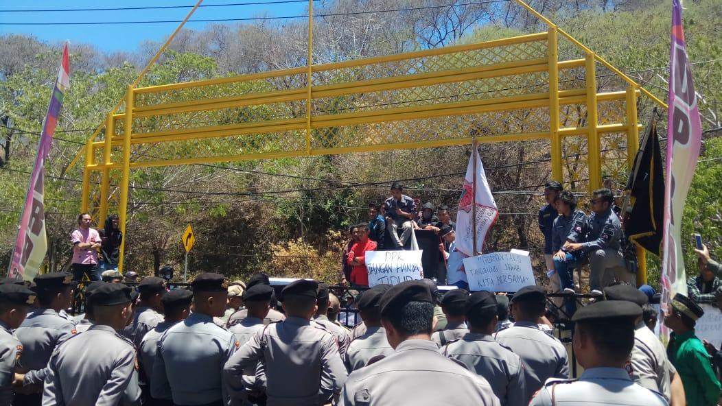 Demo Mahasiswa Pelantikan DPRD