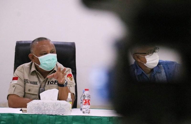 Gubernur Gorontalo Rusli Habibie, rapat terkait target vaksinasi di Gorontalo