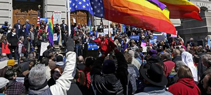 Demonstrators gather at Monument Circle to protest a controversial religious freedom bill recently signed by Governor Mike Pence. (photo: Nate Chute/Reuters)
