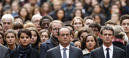 Nov. 16, 2015: French Education Minister Najat Vallaud-Belkacem, President François Hollande and Prime Minister Manuel Valls stand with students at Sorbonne University in Paris. (photo: Reuters/Pool)