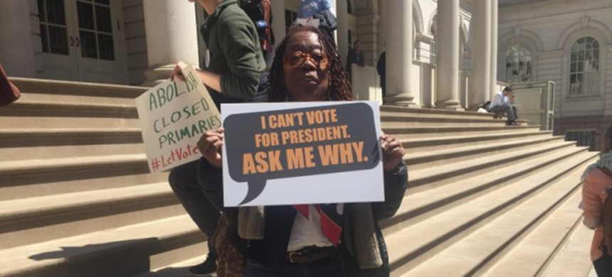 Luvenia Suber, a social worker from Brooklyn, can't vote in Tuesday's New York presidential primary because she is a registered independent. (photo: Emily Atkin)