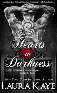 Review ♥ Hearts in Darkness by Laura Kaye