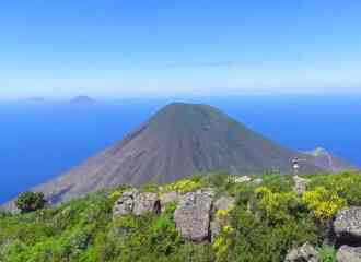 Best hiking trails Salina: Hike Monte Fossa delle Felci was one of the best hikes in Sicily and around