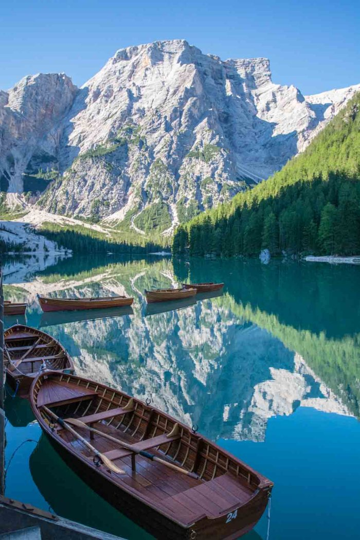 Lago di braies / Pragser Wildsee: Best lakes in South Tyrol - check out my Top 10 lakes and waterfalls in Italy! Definitely must-go places in South Tyrol!