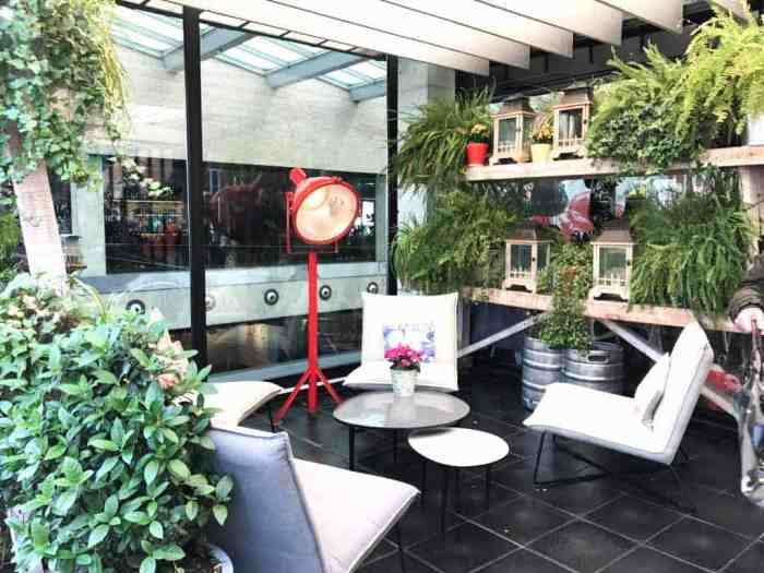 Best rooftop bars in Madrid - check out my favorite rooftop cafés and bars. They definitely belong to the top 10 things to do in Madrid.