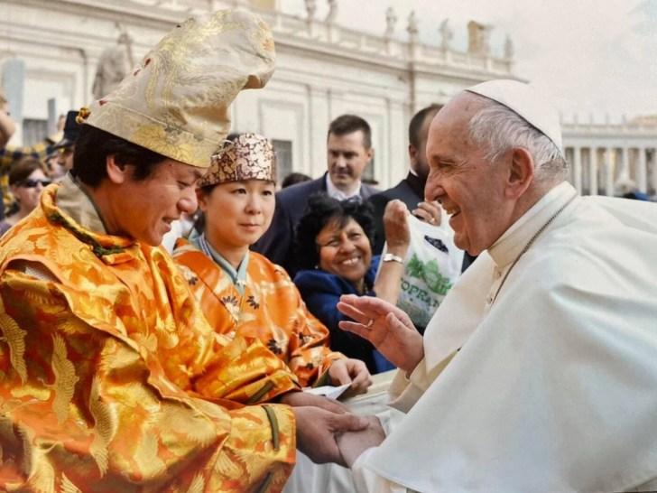 ローマ法王を演舞後握手する表博耀氏