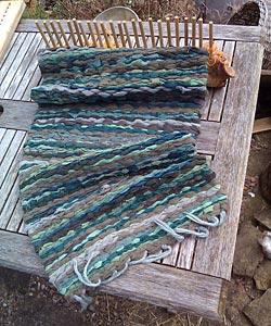 log-peg-loom-wool