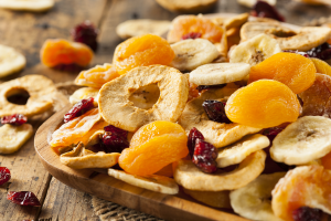 How to Avoid This Potentially Dangerous Preservative Found in Dried Fruit