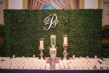 Another great way to use a greenery backdrop. Presentation is everything, and I often find that the place cards don't get enough attention. This set up is sure to make a first impression with guests!