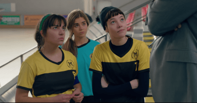 "The Hockey Girls (Netflix) Episode 1 recap: ""Emma"""