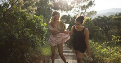 An Easy Girl (Une Fille Facile) review - laid back, sunny and shallow, like the Riviera life