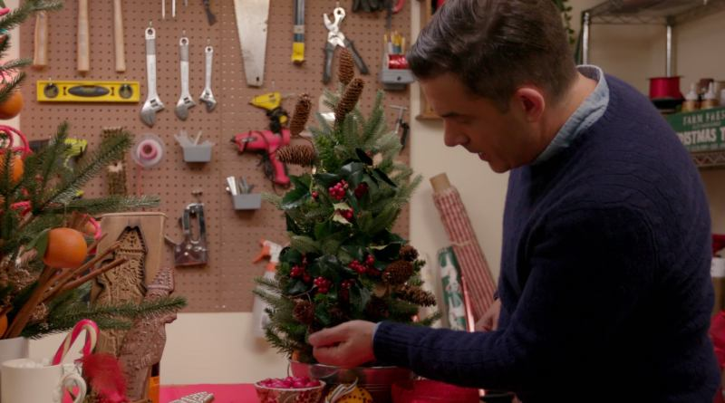 Holiday Home Makeover with Mr. Christmas season 1 - Netflix series