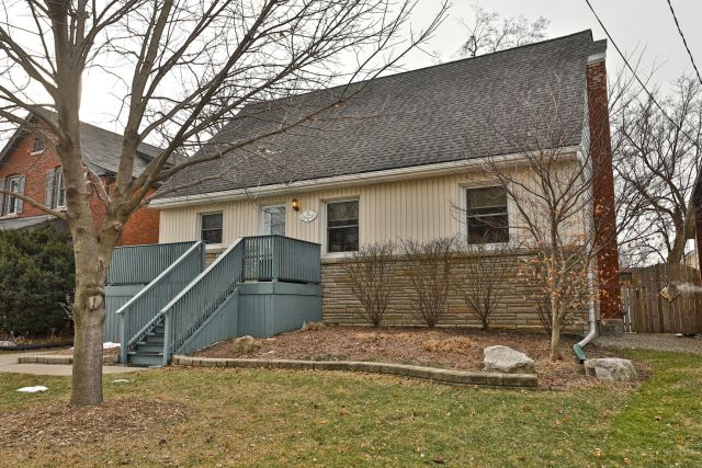 01 1024x683 - Recently Sold on Hamilton's Central Mountain