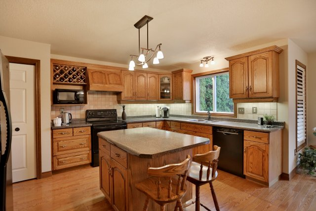 85 Galley kitchen - Recently SOLD in Ancaster