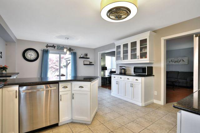 Glanbrook Binbrook 26 Switzer kitchen 3 3 1024x683 - Recently SOLD in Binbrook