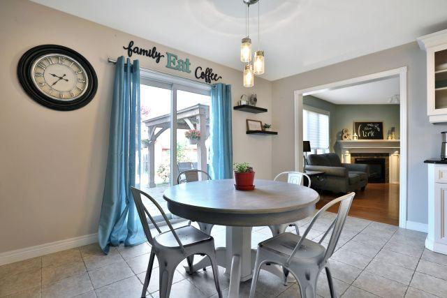 Glanbrook Binbrook 26 Switzer kitchen eat in 2 2 1024x683 - Recently SOLD in Binbrook