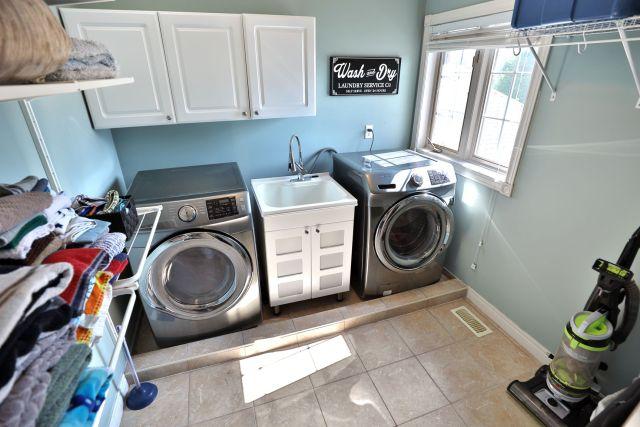 Glanbrook Binbrook 26 Switzer laundry 2 1024x683 - Recently SOLD in Binbrook