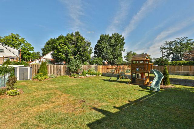 hamilton 258 east 18th backyard 1024x683 - Recently SOLD Central Hamilton Mountain
