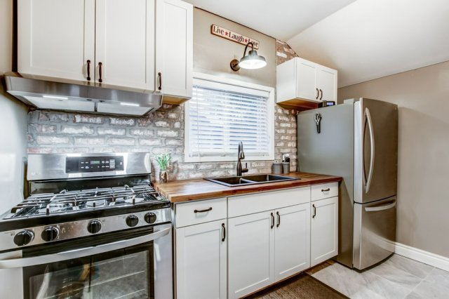 90 Maple St Catharines kitchen3 - Recently SOLD in St. Catharines