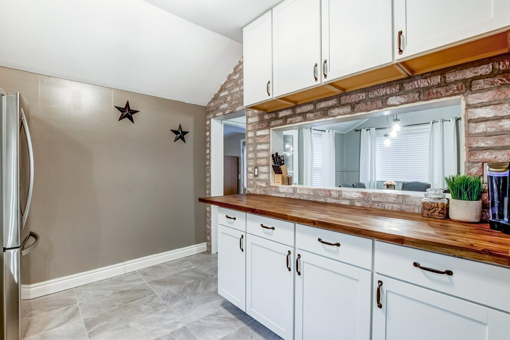 90 Maple St Catharines kitchen4 - Recently SOLD in St. Catharines