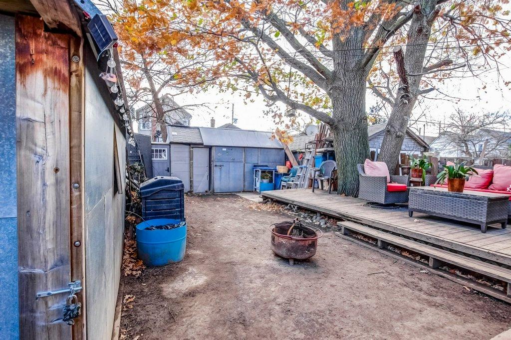 20 Primrose Hamilton Ontario yard - Recently SOLD in Crown Point, Hamilton