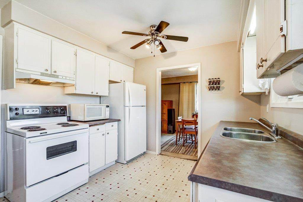 86 Eastbury Stoney Creek kitchen3 - Recently SOLD in Stoney Creek