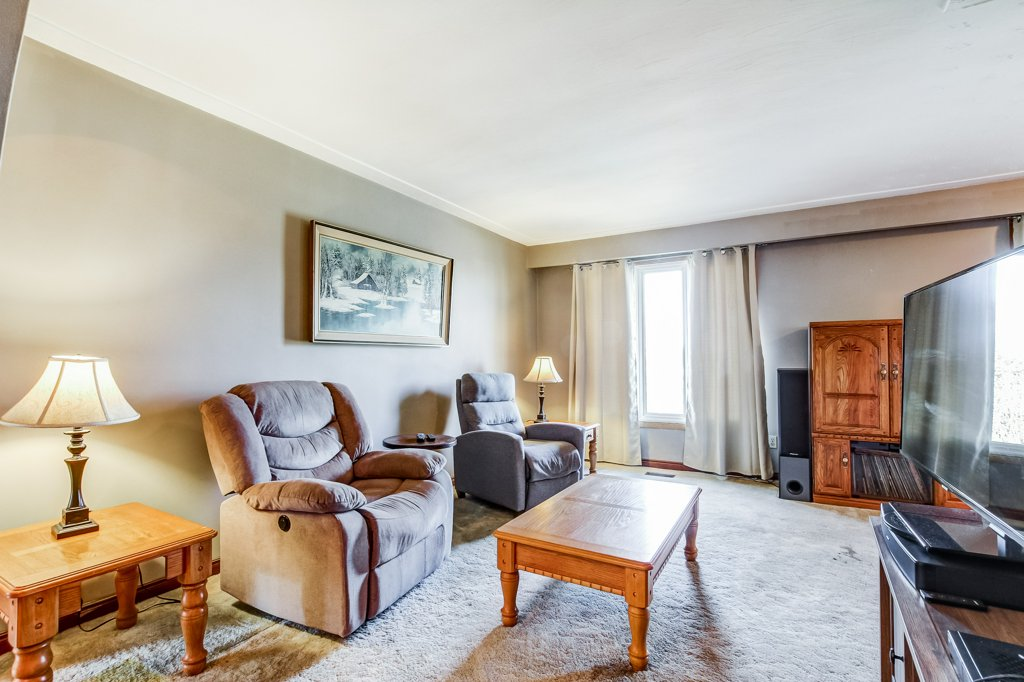 86 Eastbury Stoney Creek living room2 - Recently SOLD in Stoney Creek