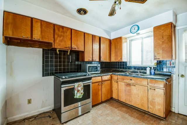 1372 Wren Oakville kitchen 2 - Recently SOLD in Oakville