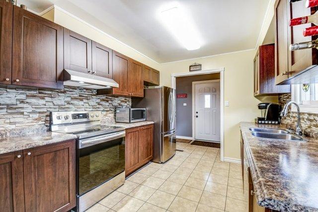 106 Garden kitchen4 3 - Recently SOLD on the Central Hamilton Mountain