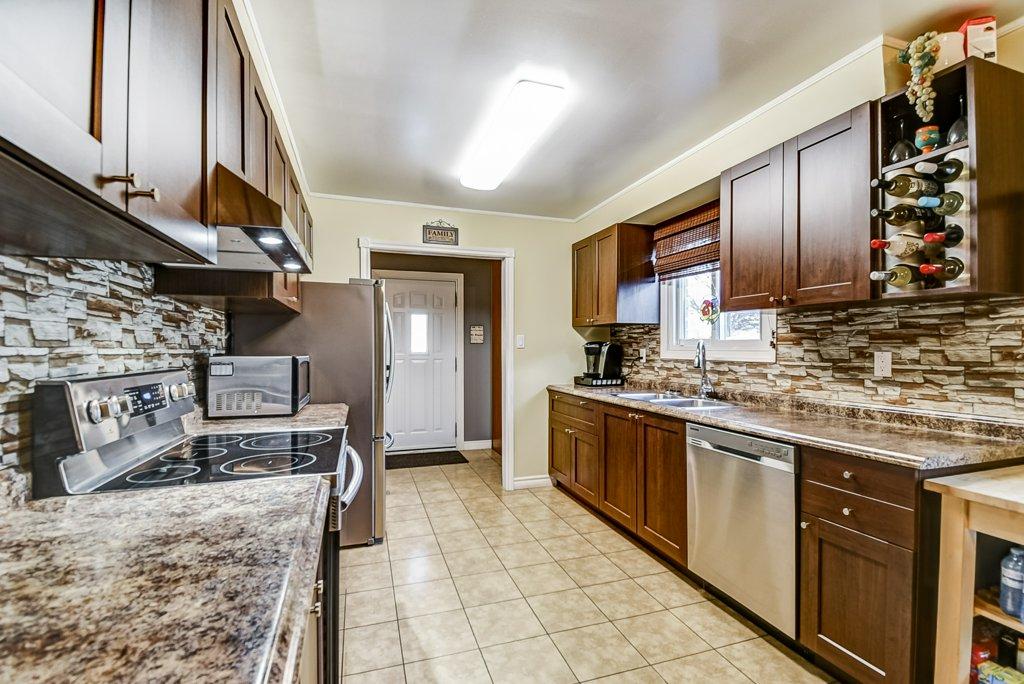 106 Garden kitchen6 4 - Recently SOLD on the Central Hamilton Mountain