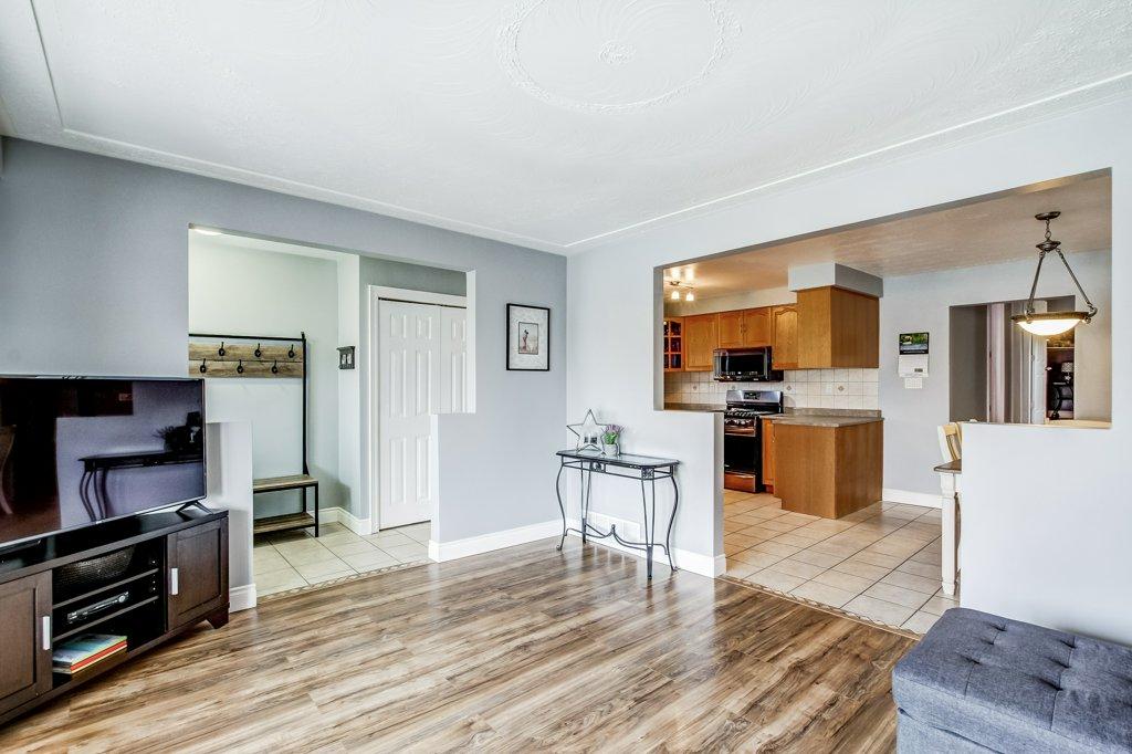 772 Limeridge E Hamilton living room2 - Recently SOLD - Central Hamilton Mountain