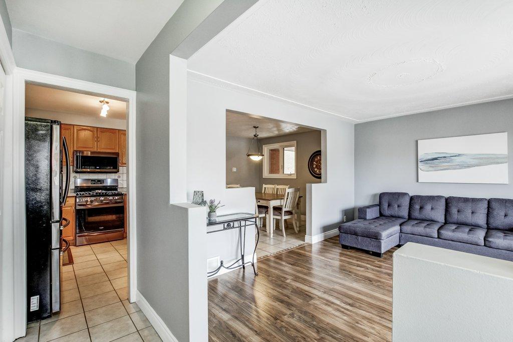 772 Limeridge E Hamilton living room3 - Recently SOLD - Central Hamilton Mountain