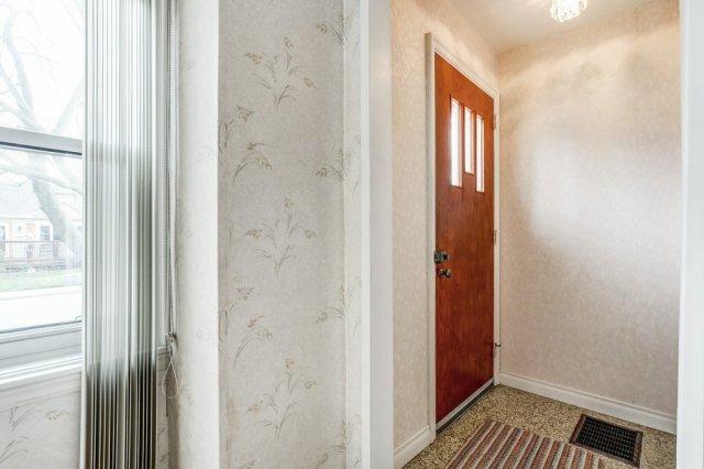007 136 Auburn Hamilton foyer - Recently SOLD - East Hamilton