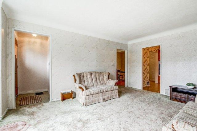 009 136 Auburn Hamilton living room2 - Recently SOLD - East Hamilton