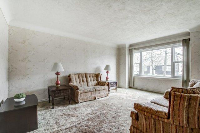 010 136 Auburn Hamilton living room3 - Recently SOLD - East Hamilton