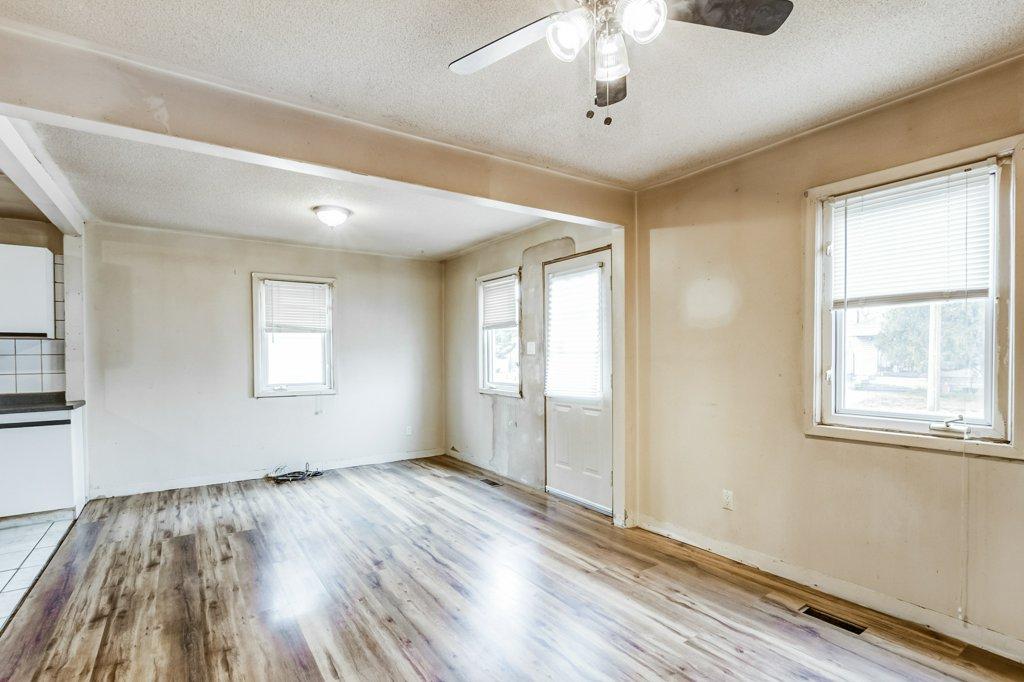 010 546 Quebec Hamilton livingroom5 - 546 Quebec St, Hamilton