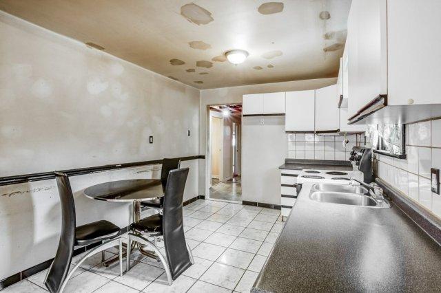 014 546 Quebec Hamilton kitchen2 - 546 Quebec St, Hamilton