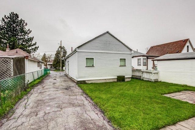 028 546 Quebec Hamilton backyard - 546 Quebec St, Hamilton