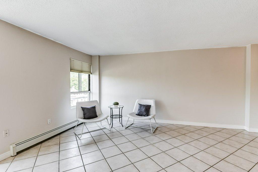 008 10 John Dundas living room2 1 - Recently SOLD in Dundas