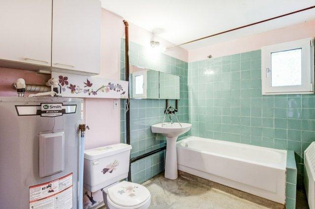 023 3310 Ferris Mount Hope bathroom lower - Recently SOLD in Mount Hope