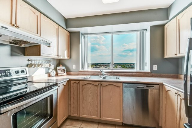 010 B1008 2585 Erin Centre Mississauga kitchen - Recently SOLD in Mississauga