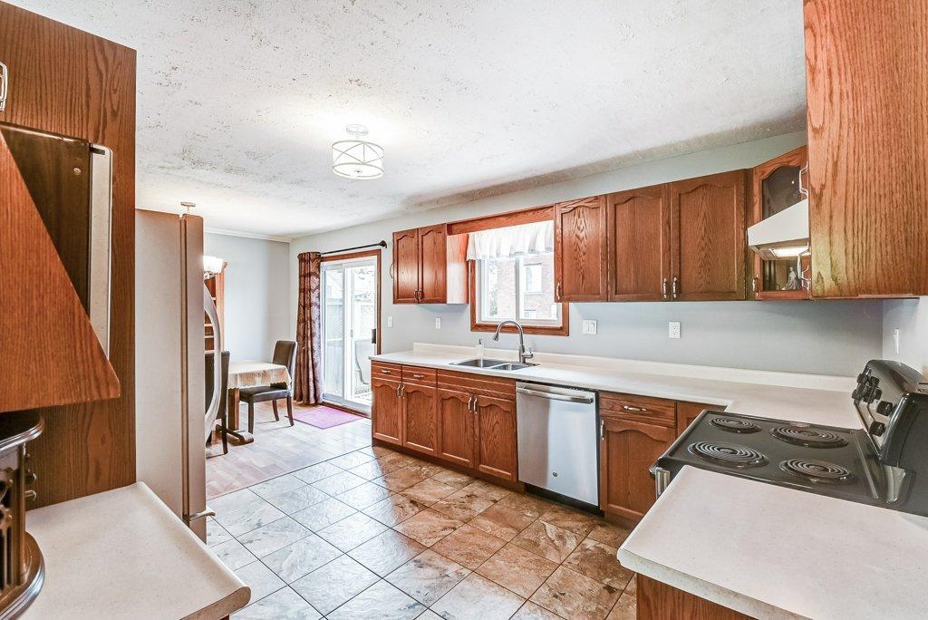 017 716 Upper Paradise Hamilton kitchen5 - 716 Upper Paradise Road, Hamilton