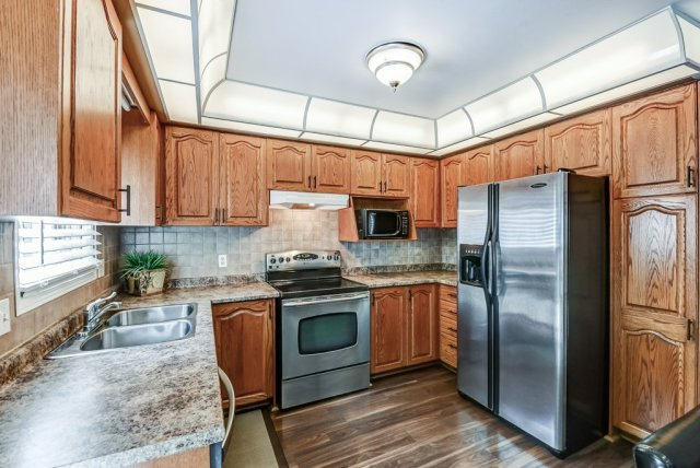 017 95 Essling Hamilton kitchen2 - Recently SOLD on the Hamilton Mountain