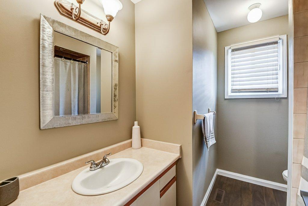 022 95 Essling Hamilton bathroom - Recently SOLD on the Hamilton Mountain